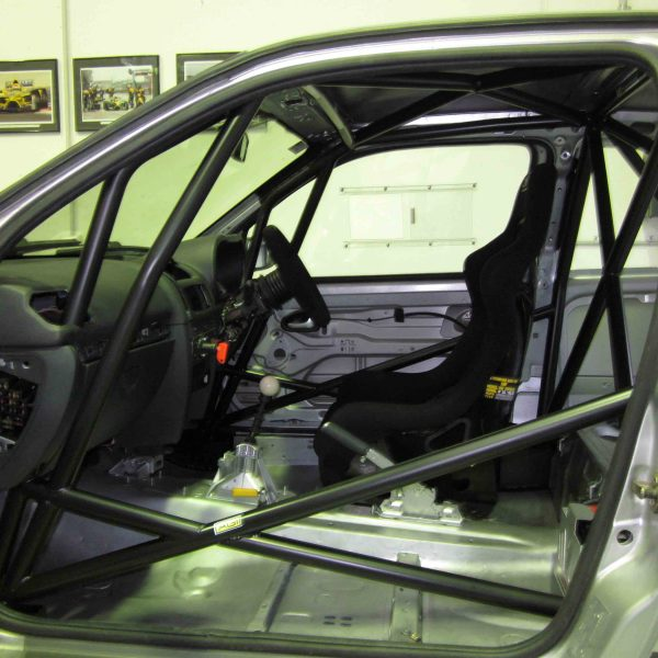 Renault Clio II - Weld-in 6pt National level with double door bars (side pic in car